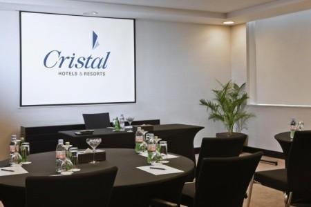 Spojené arabské emiráty Abu Dhabi Cristal 8 dňový pobyt Raňajky Letecky Letisko: Praha september 2021 (29/09/21- 6/10/21)