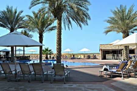 Park Inn Abu Dhabi Yas Island - U moře