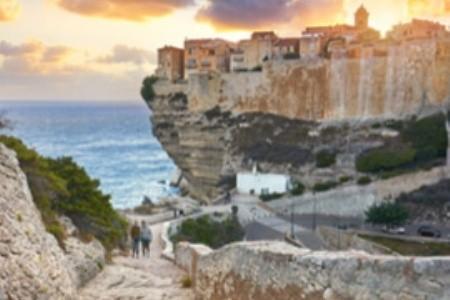Bonifacio, nejstarší město Korsiky, je plné krás
