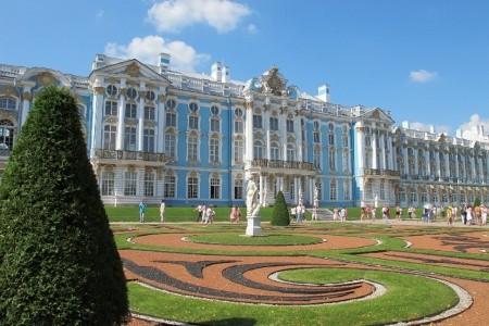 Petrohrad a Petrodvorce s návštěvou Pobaltských re Snídaně