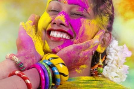 Indický sviatok Holi: Oslava jari, explózia farieb a víťazstvo dobra