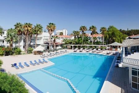 La Hotel & Resort - Hotely