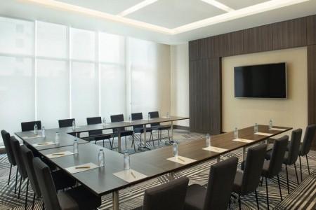 Spojené arabské emiráty Dubaj Hampton By Hilton Dubai Airport 8 dňový pobyt Plná penzia Letecky Letisko: Praha august 2021 ( 8/08/21-15/08/21)
