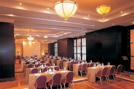 Spojené arabské emiráty Abu Dhabi Beach Rotana Hotel & Tower 13 dňový pobyt Polpenzia Letecky Letisko: Praha október 2021 ( 8/10/21-20/10/21)