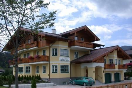 Landhaus Innrain - v dubnu