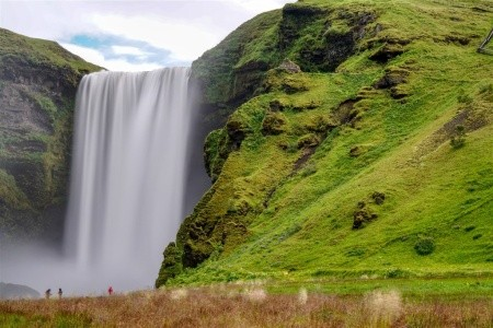 ISLAND, MEZI LEDOVCI, SOPKAMI A HORKÝMI PRAMENY