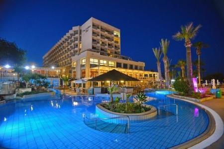 Golden Bay Beach - Larnaca - Kypr