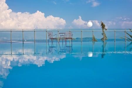 Grécko Korfu Kontokali Bay Resort & Spa 8 dňový pobyt Polpenzia Letecky Letisko: Praha august 2021 ( 1/08/21- 8/08/21)