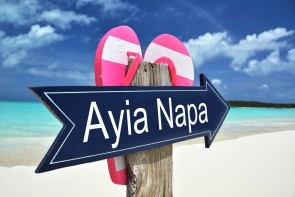 Pláž Sandy Bay (Vathia Gonia)