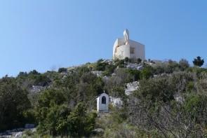 Kopec Okit s kostelem Matky Boží Karmelské