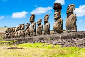Moai - sochy na Velikonočním ostrově