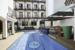 Neptuno Hotel & Apartments