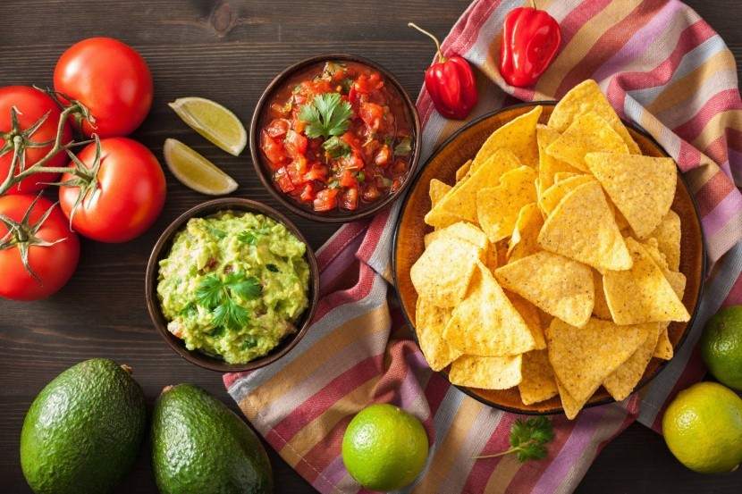 Guacamole, salsa és nachos