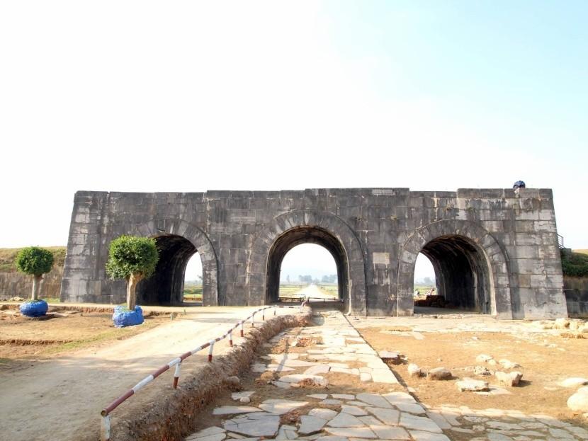 Ho-dinasztiából származó déli kapu