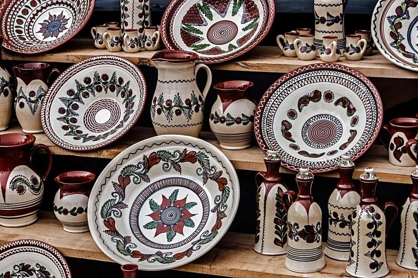 Korondi (Erdély) hagyományos, díszített kerám