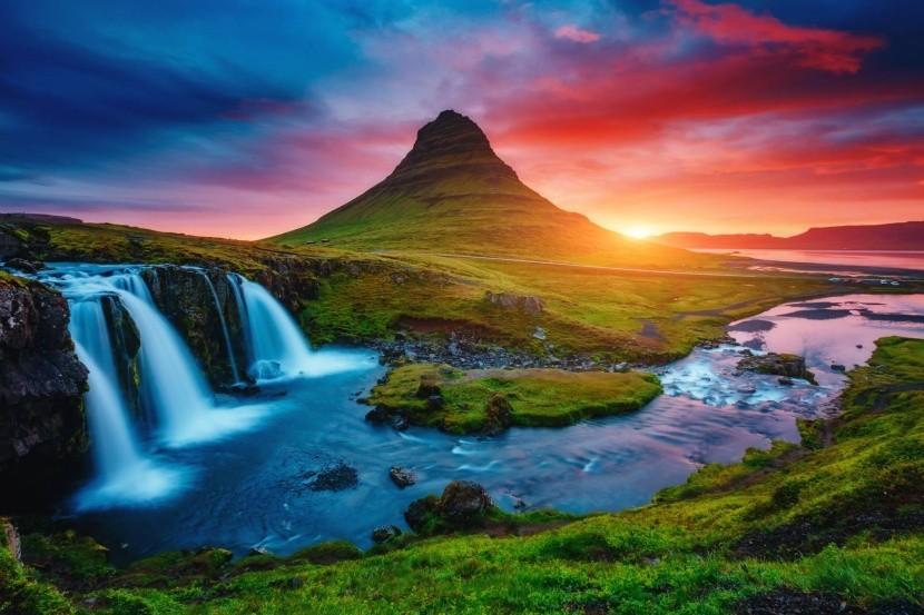 Kirkjufell hegy gejzír vízesés Izland