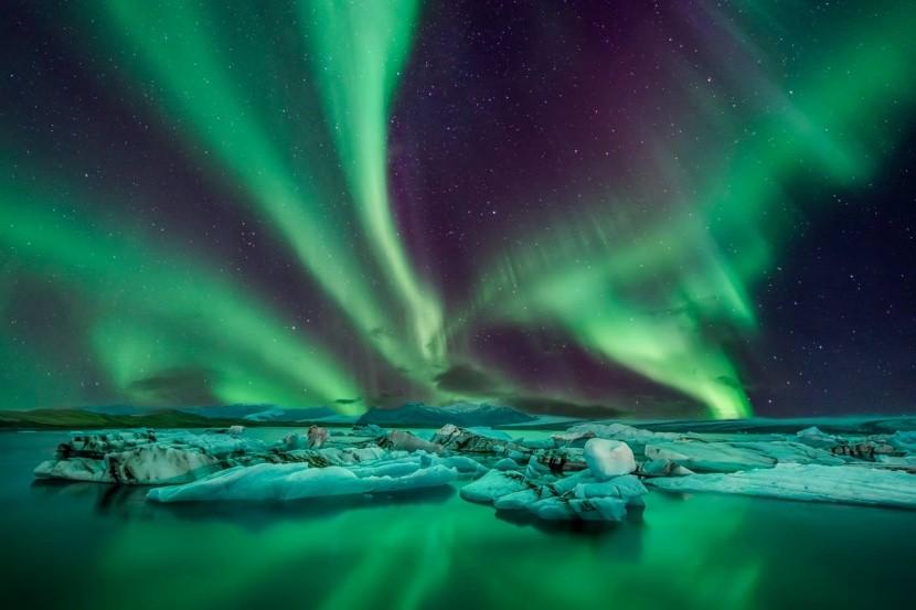 zöld sarki fény Izland