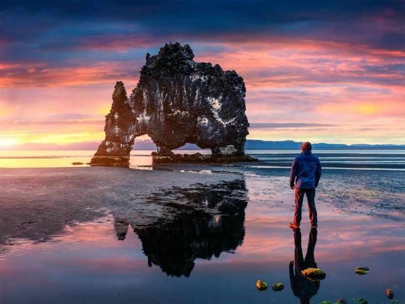 Izland jég hegyes sziklák fekete homokos teng