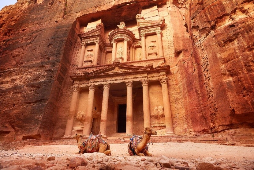 Petra Jordánia vörös város sziklába vésett
