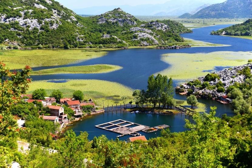Dedinka Karuc pri Skadarskom jazere