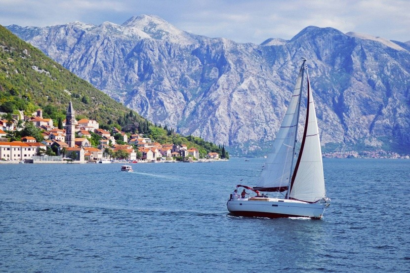 Jachting v zálive Kotor (Boka Kotorska)