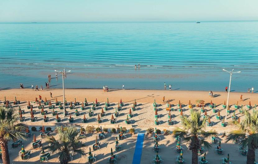 Pláž v Durres brzy ráno