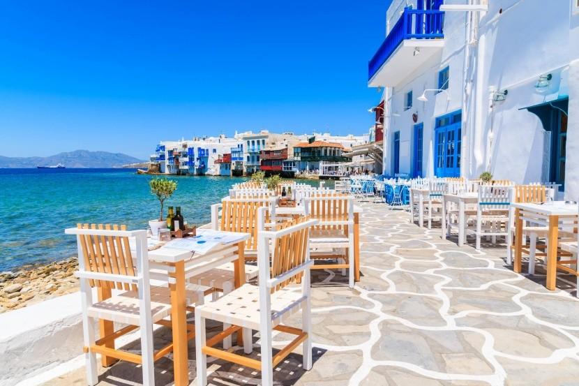 Typická taverna ve městě Mykonos, Řecko