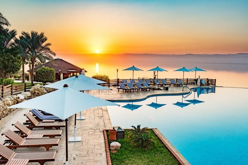 Resort na jordánské straně Mrtvého moře