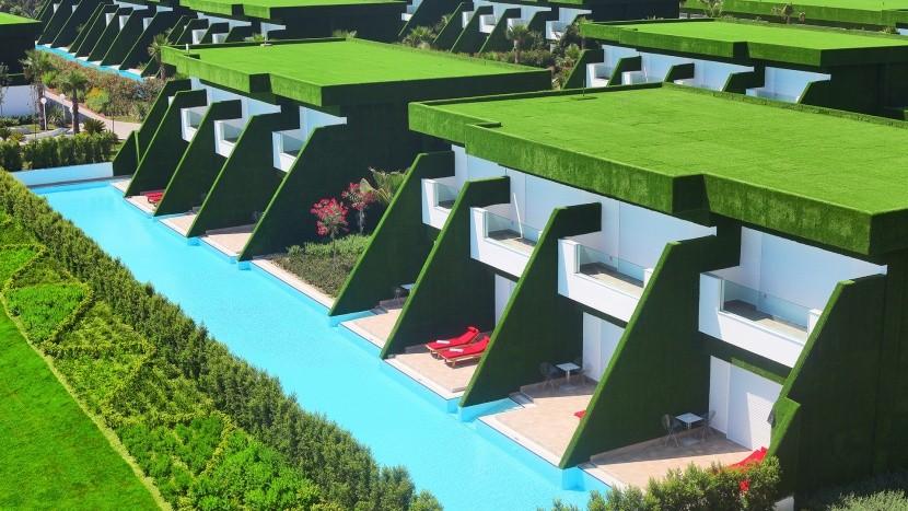 Royal Adam & Eve dizájnhotel Belek medence fű