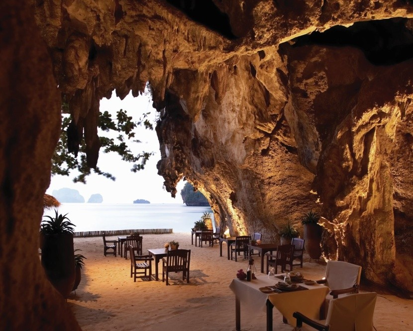 Restaurace ve vápencových skalách, Phranang B