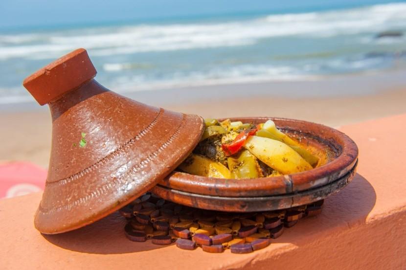 Marokkói kilátás a tengerpartra