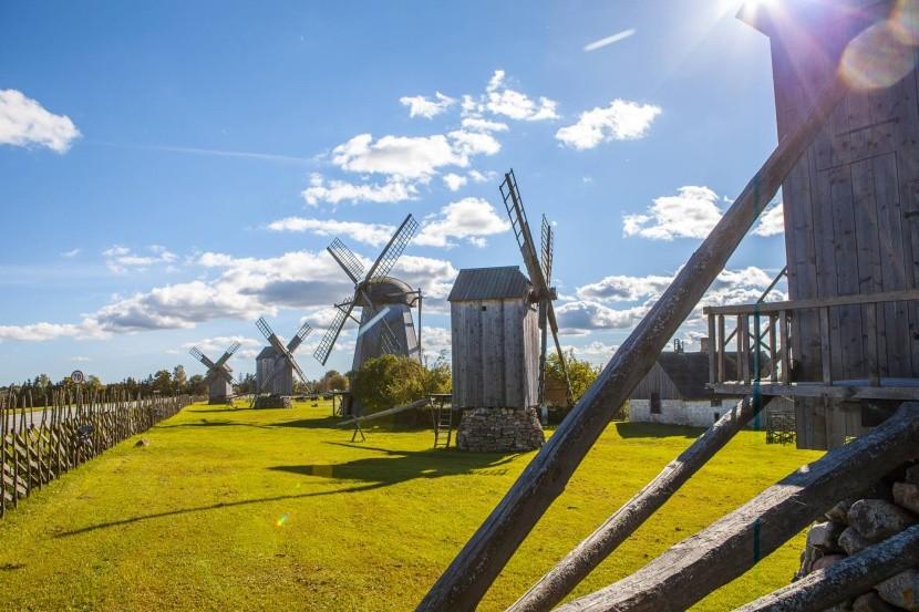 Větrné mlýny u vesnice Angla