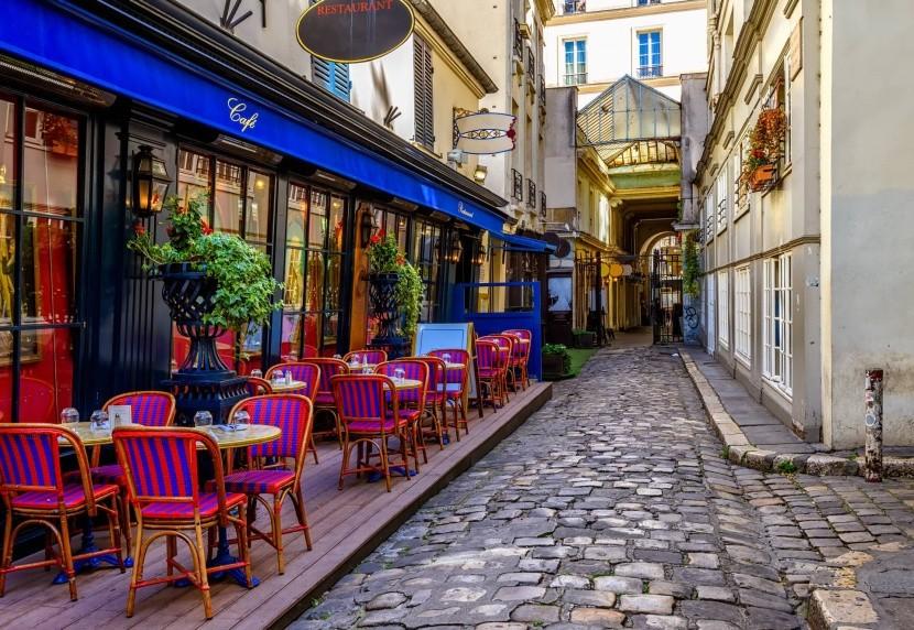 Tipikus kávézó Párizs utcáin