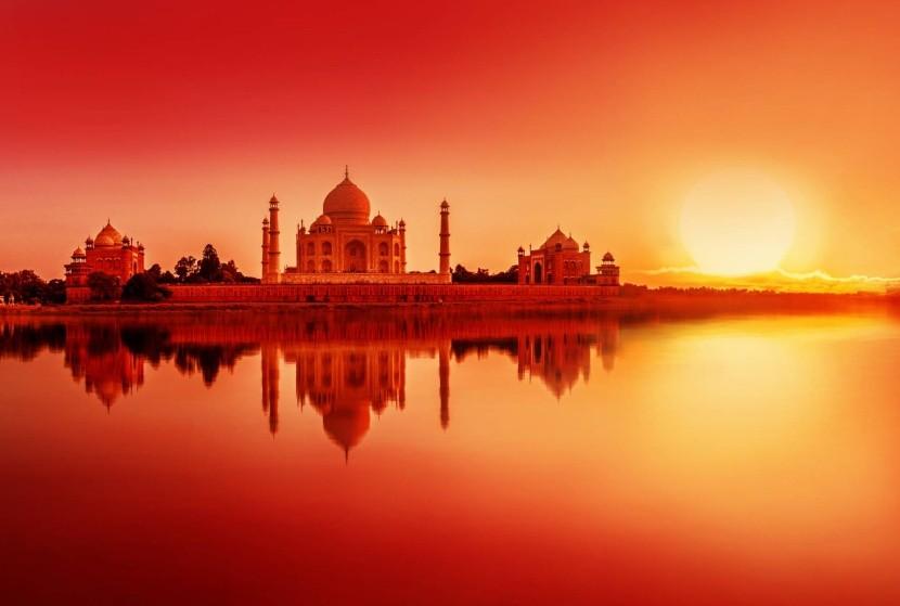 Naplemente a Taj Mahalnál