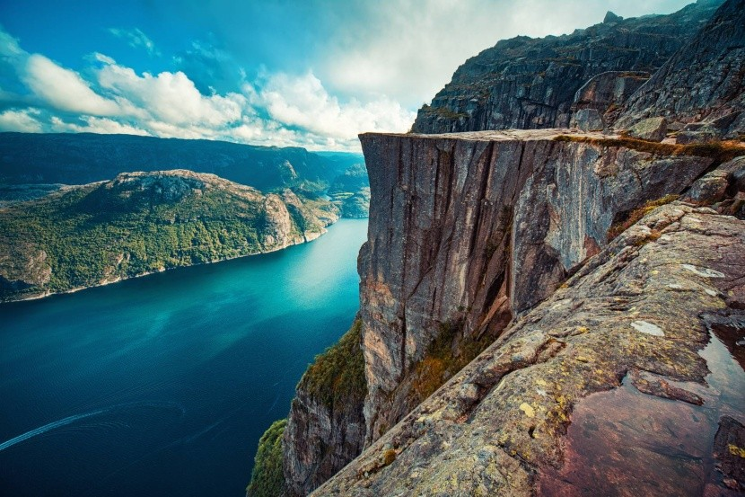 Preikestolen sziklaszirt Lysefjord felett