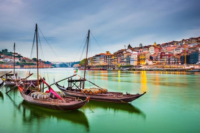 Tradičné lode na prepravu barelov s vínom