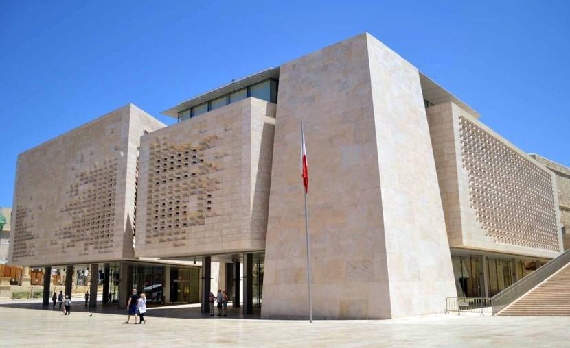 A parlament épülete Vallettában (Málta)