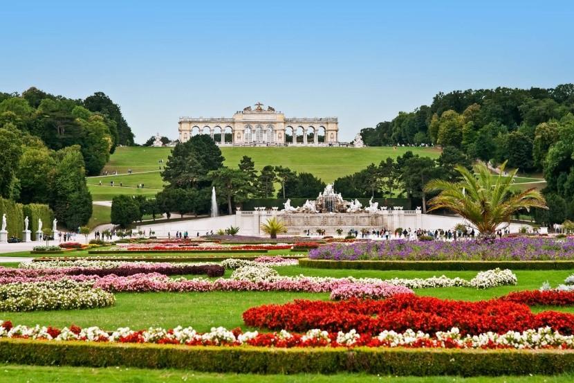 A Gloriette Schönbrunn kertjében