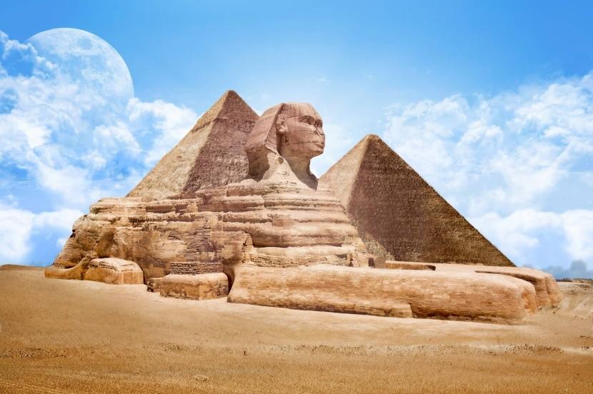 Egyiptomi piramisok és a nagy szfinx