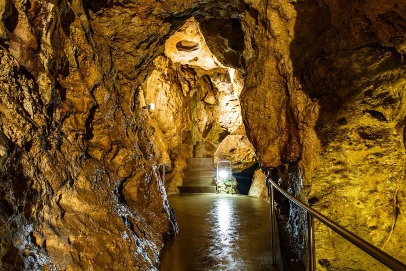 Szemlő-hegyi barlang