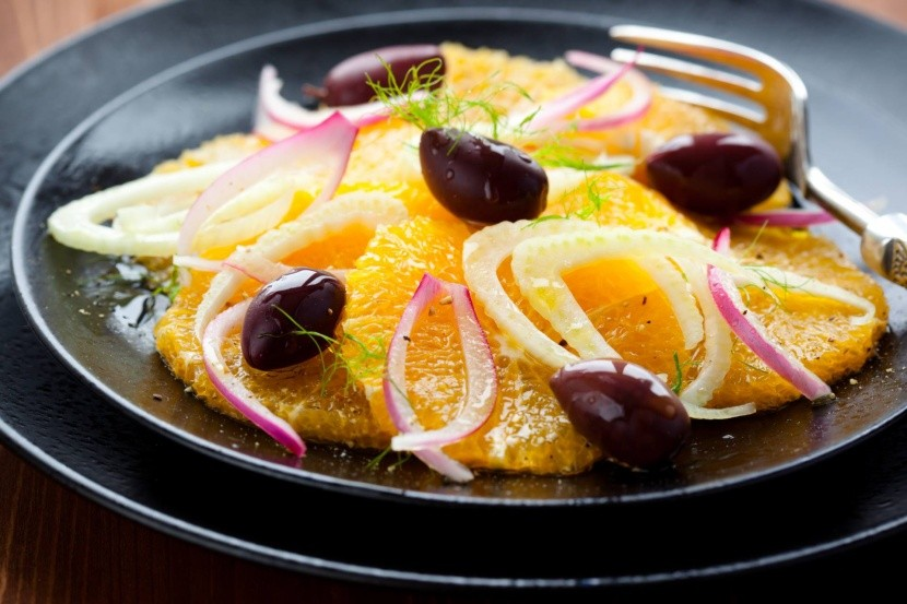 Egyptský pomarančový šalát s olivami