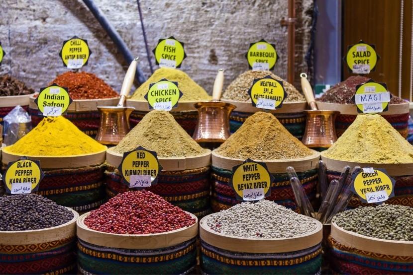 Fűszerek a piacon Isztambulban