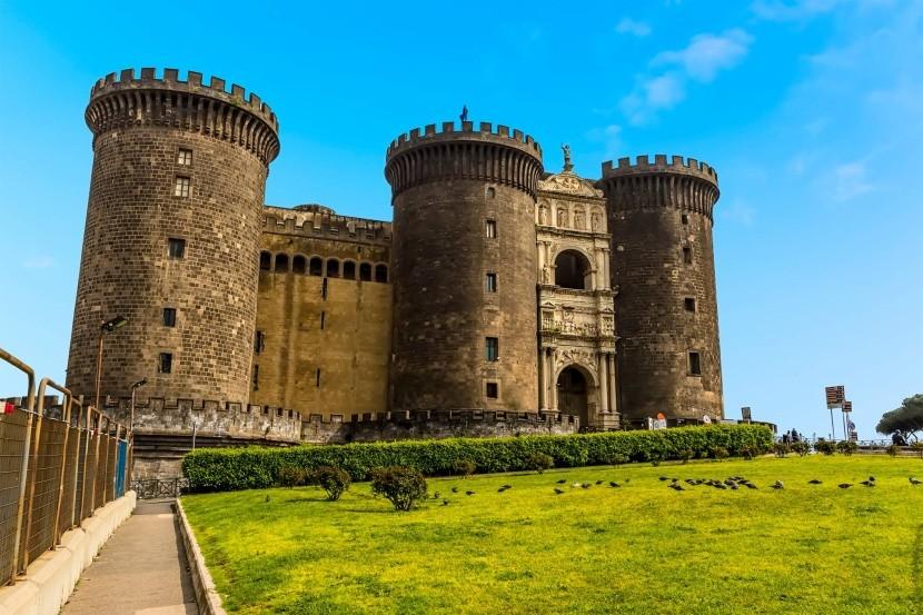 Castel Nuovo, Nápoly