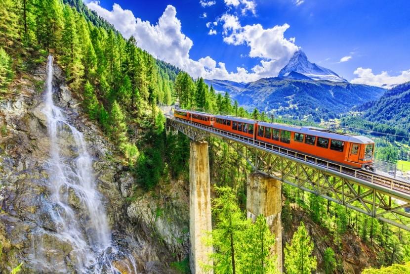 Természet és vasútvonal Svájcban