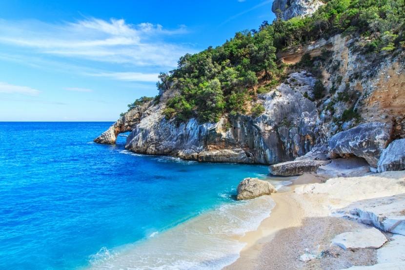 Pláž Cala Goloritze na Sardínii