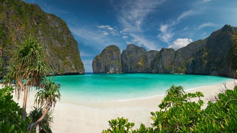 Slavná pláž na ostrovoch Phi Phi v Thajsku