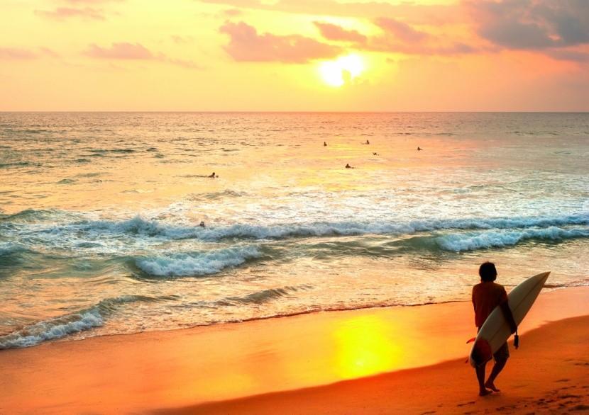 Vodné športy a pláž Hikkaduwa na Srí Lanke