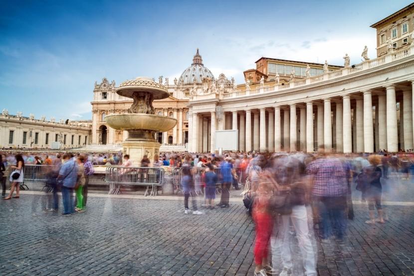 Tömegturizmus a Vatikánban, Rómában
