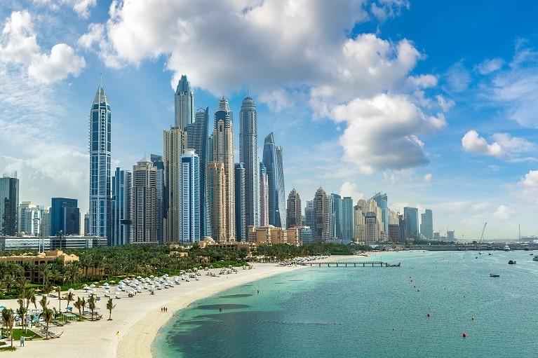 Piaszczyste plaże w Dubaju
