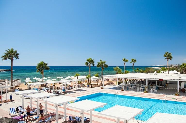 Hotelowe atrakcje u wybrzeży Cypru
